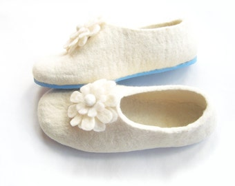 Mom Birthday White Floral Slippers, Rubber Soles, Felted Wool Shoes, Christmas in July, Wedding Shoes, 100% Wool Indoor Outdoor, Mothers Day