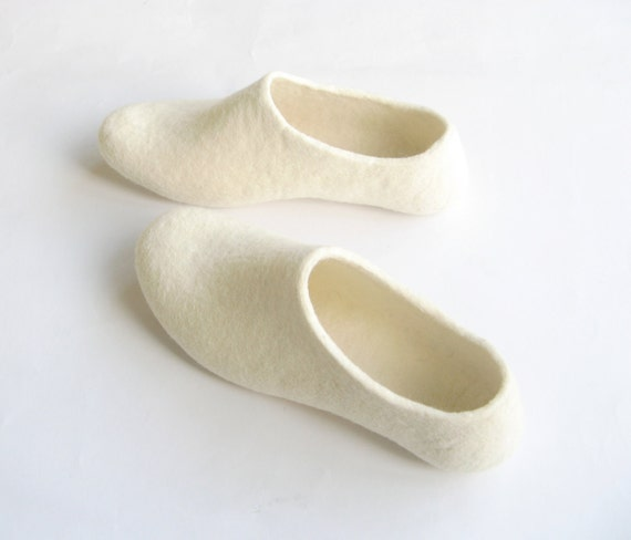 Simple White Slippers - Felted Wool Shoes - Womens Slippers - Bridal Footwear - Minimalist Shoes - Wedding Shoes - Rustic Wedding