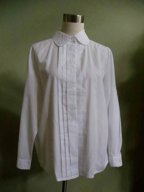 Witt White Blouse with Embroidered Accents