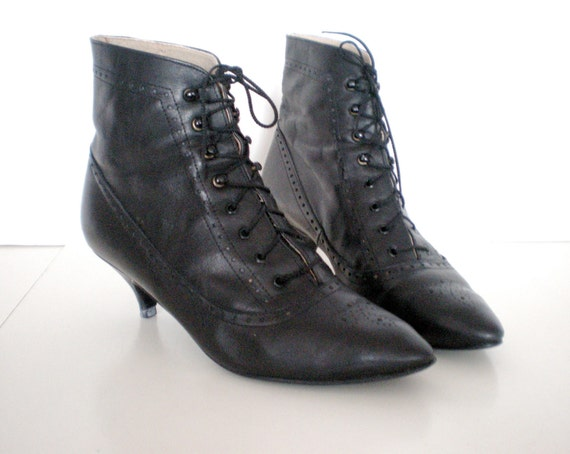 80's Leather Victorian ankle boots with kitten heel size - 8
