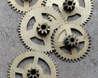 Vintage clock brass gears -- set of 5 -- D4