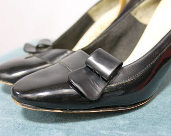 Black L.G. Haig Shoes pumps 1950's heels patent and black leather buckle accent bow mcm Mad Men style mid century work very small size 5