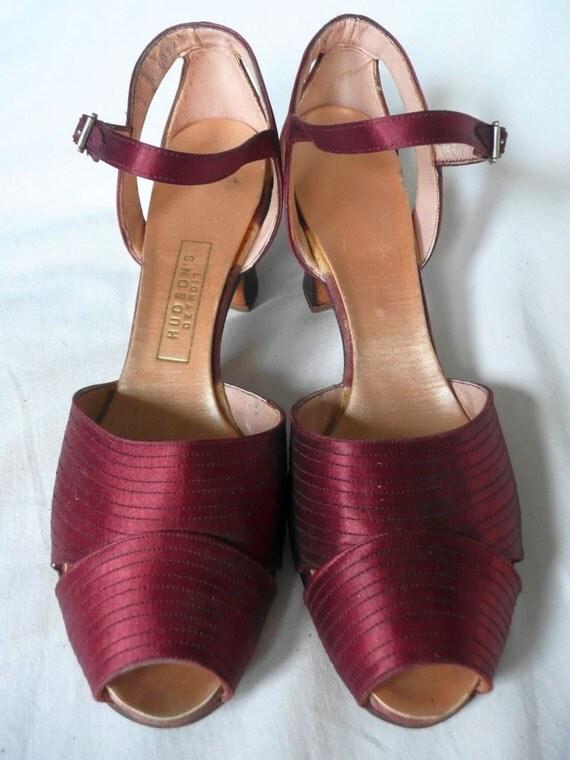HEELS - 1940s - HUDSON'S Detroit satin burgundy wine strap heels small and narrow