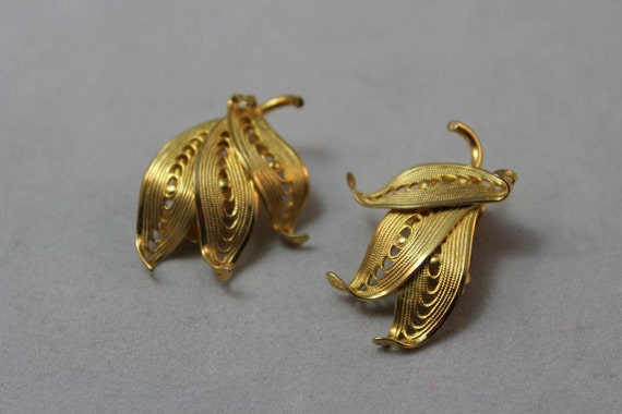 EARRINGS - BUTTERFLY or leaf - signed KRAMER gold earrings