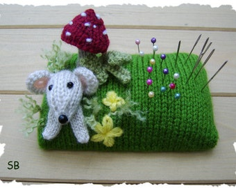 Mousey pin cushion   :   Pattern only IMMEDIATE DOWNLOAD