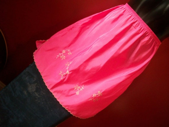half slip MINI HOT PINK 1960s embroidered small short S