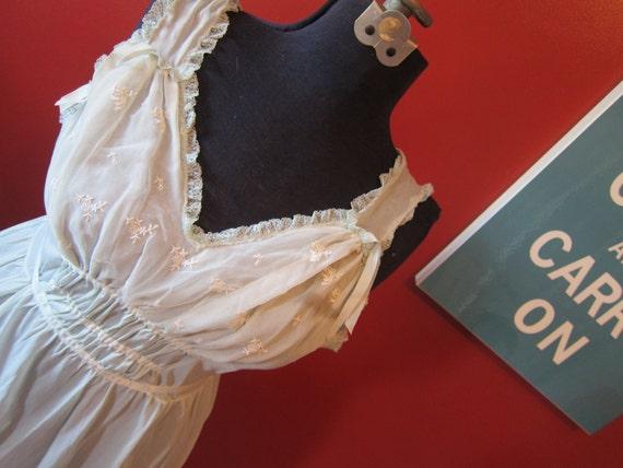 1950s sea foam green night gown 40