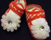 Red and white baby shoes,4th of july shoes, red baby shoes,Gingham daisy flower baby crib shoes Size 1 measures 4 inches