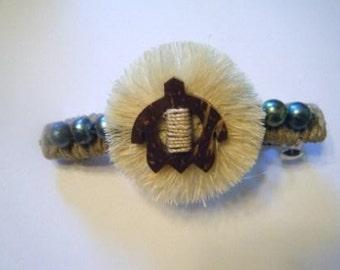 Wood honu and pearl hair barrett