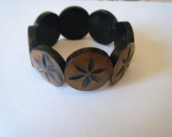 Flower-carved horn coin bracelet