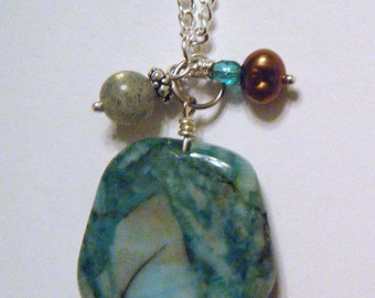 Turquoise dyed agate necklace