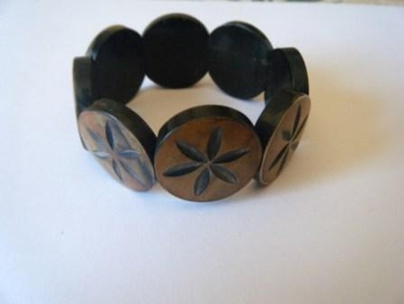 Flower-carved horn coin bracelet