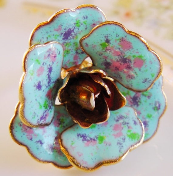 Repurposed coctail ring, flower, vintage earring, blue, gold, springstyle