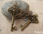 20 pcs of Antique Bronze Filigree Key Charms   18x39mm  A168