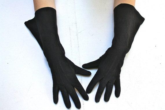 Black Gloves Table Cut