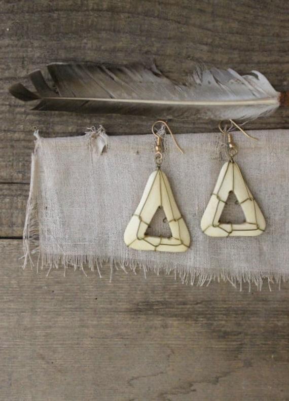 v i n t a g e tribal carved bone and wire earrings