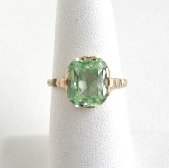 Vintage Handwrought 10K Solid Gold Ring - Peridot Stone