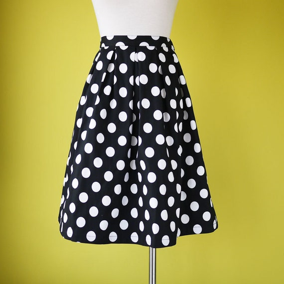 Plus size polka Dot skirt pleated details  in black elasticated waist band cotton - LARGE