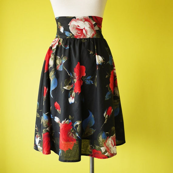 Retro high waisted circle skirt large rose bud floral print  - SMALL