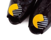 Vintage Shoe Clips in Yellow and Black Mod Design, Geometric Shoe Clips, 80's Style Shoe Accessory, Awesome Shoe Embellishment