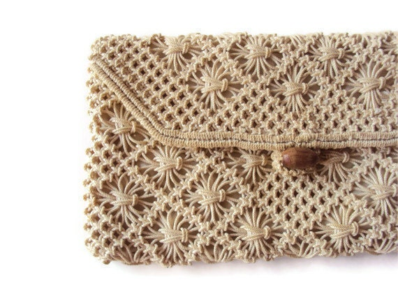 Clutch Bag Crochet : Vintage Crochet Clutch Purse, Cream Clutch Purse with Wooden Button ...