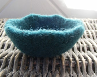 Ready to Ship-Small Felted Scalloped Tid Bit Bowl-Turquioise- Teal-Home Decor-Montessori