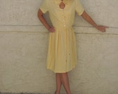 1950s Yellow Seersucker Swing Dress w/belt MEDIUM