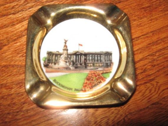 Vintage Souvenir Buckingham Palace Ashtray