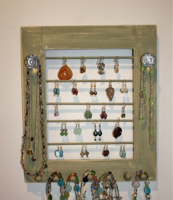 Earring Holder in Green Natural Pegs Diamond Cut Style Knobs.