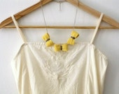 Three crochet bows necklace. Pale yellow and grey cotton yarn.