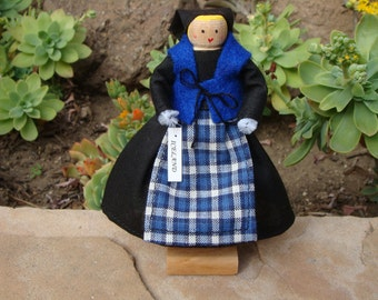 Iceland clothespin doll - Black, blue dress