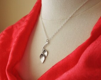 Silver Calla Lily Flower Necklace/ Feminine Necklace/ Calla Lily Necklace/ Dainty Jewelry/ Minimal Necklace/ Everyday Necklace