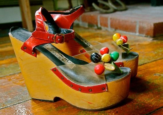 PLATFORMS Cherokee VINTAGE Wedge Shoes FRUIT 1970s 8 Sale