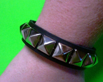 Single row 1/2 pyramid bracelet