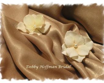 Bridal Hair Flowers, Flower Wedding Hair Pins, Ivory Hydrangea Bridal Flowers, Floral Bobby Pins, Wedding Hair Flowers, Set of 2, No 302