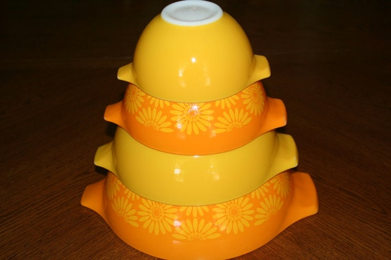 Vintage Pyrex Cinderella Nesting Bowls in the Sunflower/Daisy Pattern - 1960's