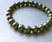 Olive Pearl Bracelet. Sage Oysters. Olive Green Glass Pearl Bracelet. Vegan Jewelry. Green Jewelry.