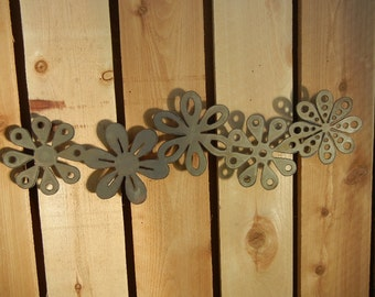 Daisy Chain Metal Art for Outoors or Indoors (no boarder)
