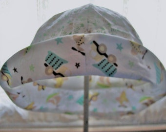 Child Reversible Sun Hat in Tiny Hand print and Sail boat Design Print