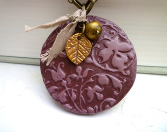 Big round eggplant and gold necklace - Lacy texture