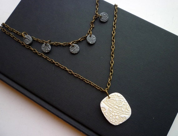 Stella dreaming of Trieste - Necklace in Vanilla and Charcoal