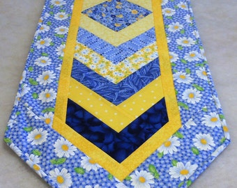 Everything Is Coming Up Daisies Chevron Table Runner