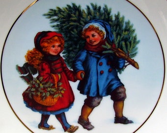 1981 Christmas Plate - Avon Collectible - 22 K Gold Trim - Sharing the Christmas Spirit - Decorative Holiday Home Decor