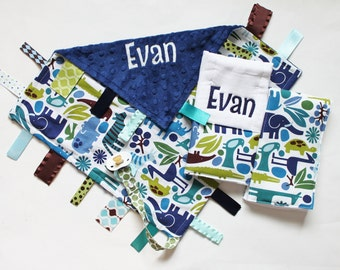 PERSONALIZED Baby Boy 2D Zoo Set - Ribbon Tag Blanket and 2 Burp Cloth Set