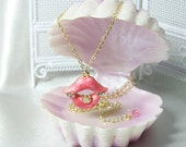 Pink Rosy Lips charm on gold plated chain (NEB02G)