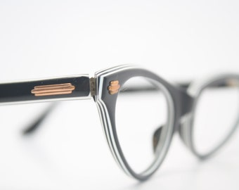 Black & White cat eye glasses retro vintage