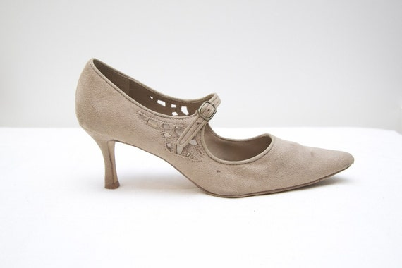 Size 8 Vintage Nude Faux Suede Cut Out Heels by Predictions