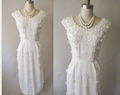 50's Applique Dress // Vintage 1950's White Applique Linen Fitted Garden Party Wedding Day Dress XS