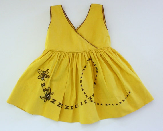 1950s girl's dress / yellow bee children's dress / 50s novelty print dress / toddler size 2T