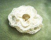 Lovely Lace Flower Hair Clip - Golden